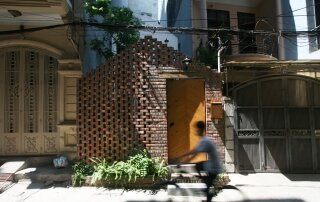 Maison T – A Simple, Tranquil Home from the Bustling City of Hanoi