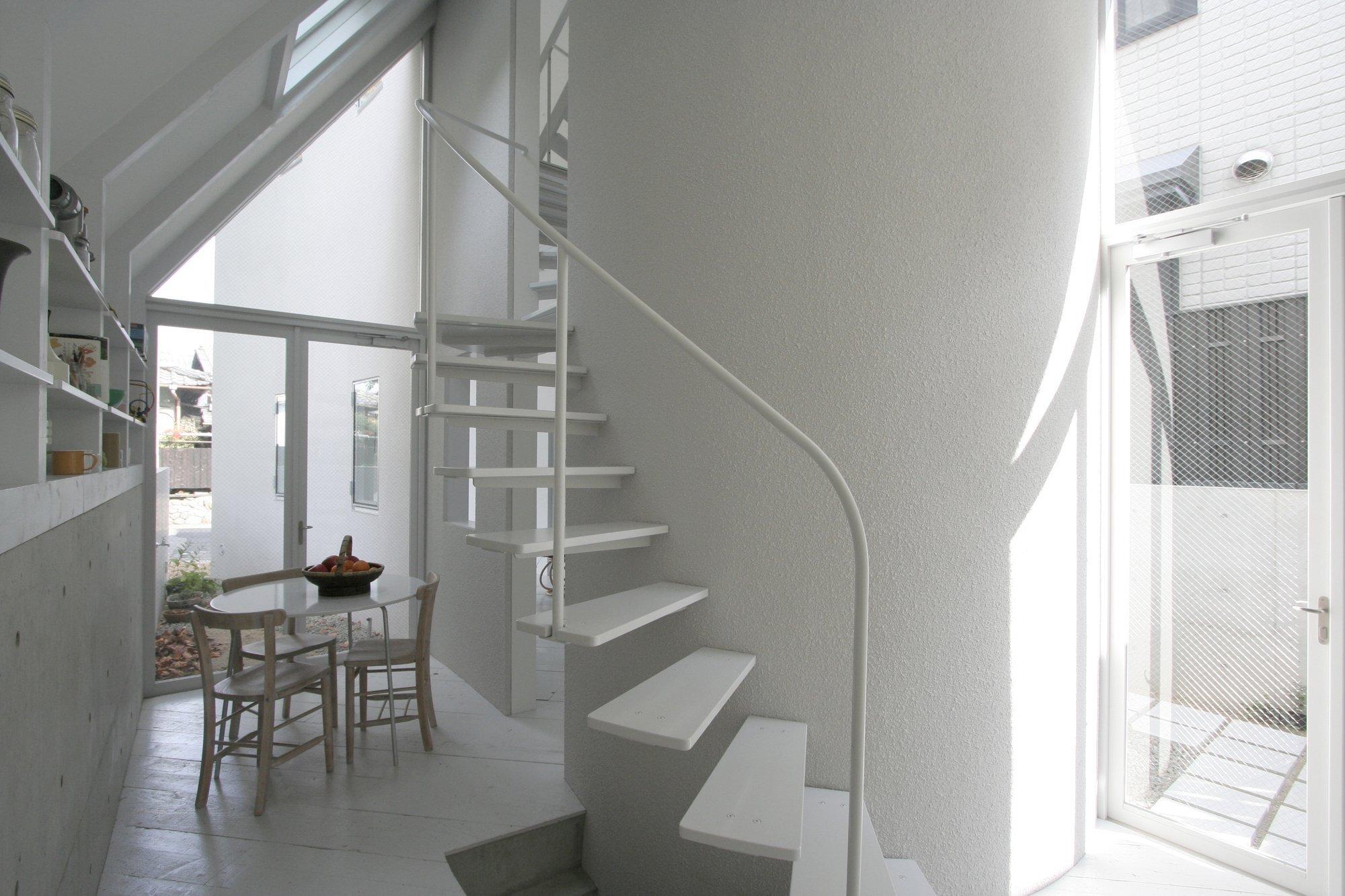o-house-hideyuki-nakayama-architecture-japan-dining-area-humble-homes
