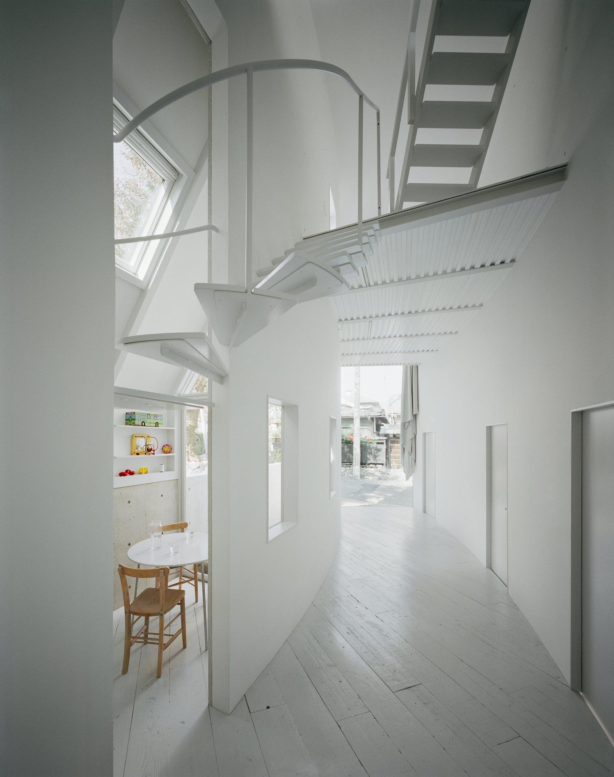 o-house-hideyuki-nakayama-architecture-japan-entrance-hallway-humble-homes