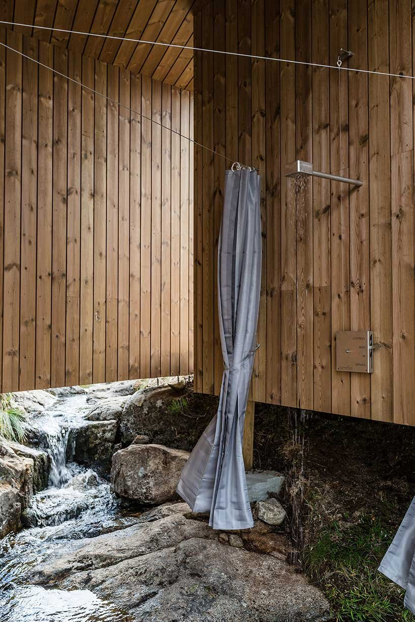 skapet-mountain-lodges-koko-architects-norway-shower-humble-homes