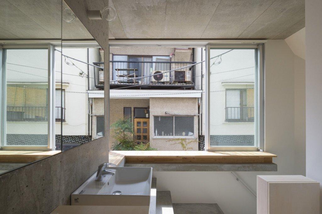 house-in-tokyo-ako-nagao-architects-mico-tokyo-bathroom-humble-homes
