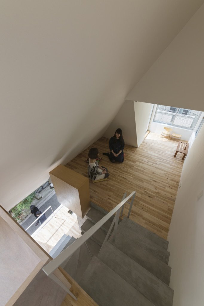 house-in-tokyo-ako-nagao-architects-mico-tokyo-staircase-humble-homes