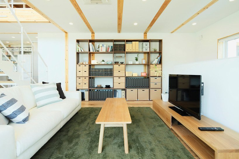 okazaki-tree-house-muji-japan-living-room-humble-homes