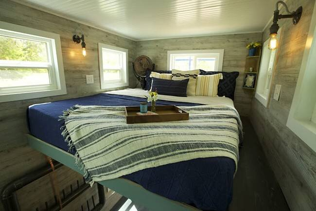 tiny-ski-lodge-maximus-extreme-living-solutions-utah-bedroom-humble-homes