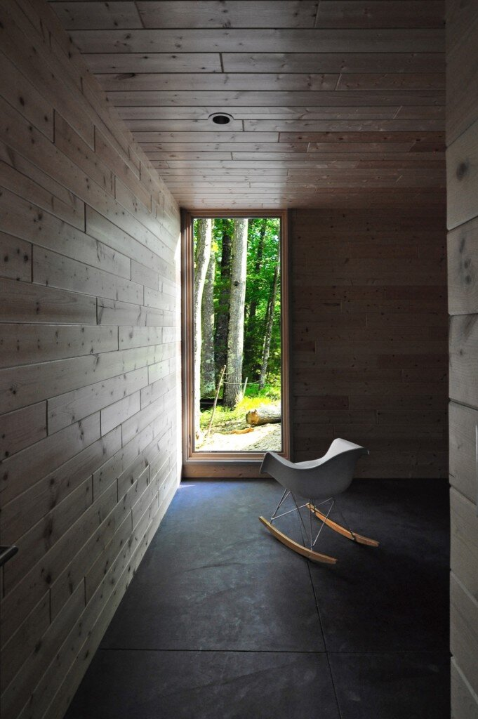 linear-cabin-johnsen-schmaling-architects-wisconsin-sitting-room-humble-homes