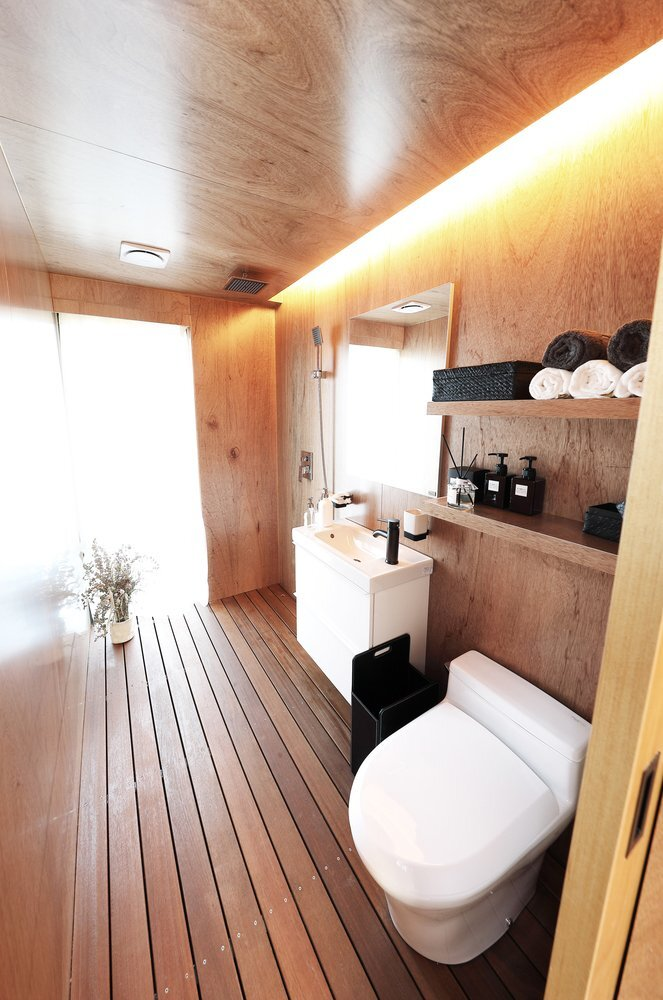 slow-town-tiny-house-the-plus-partners-dnc-architects-south-korea-bathroom-humble-homes