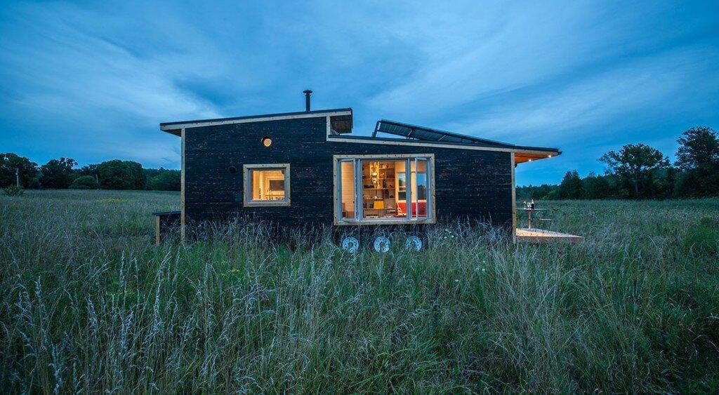 tiny-house-greenmoxie-david-shephard-and-ian-fotheringham-toronto-exterior-humble-homes