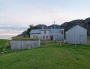 summer-house-gravrak-carl-viggo-holmebakk-norway-exterior-humble-homes