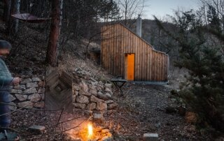 Tom's Hut – A Woodland Retreat from Austria by Raumhochrosen