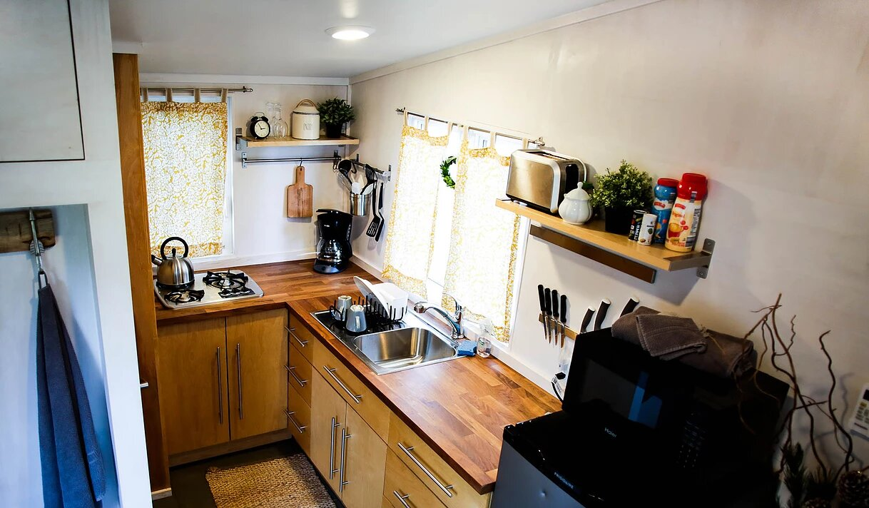 alpha-liberation-tiny-homes-pennsylvania-kitchen-humble-homes
