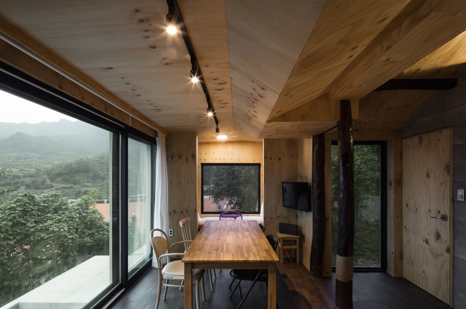 House Soboru - TIUM Architects - South Korea - Dining Area - Humble Homes