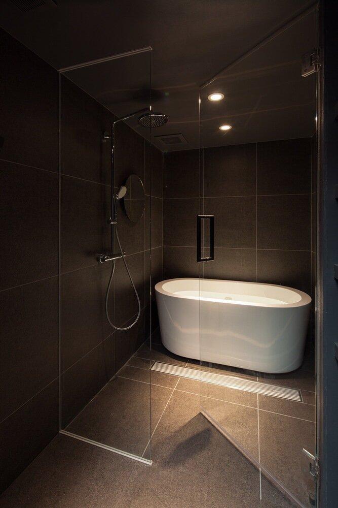 Shibuya Apartment 202 - Hiroyuki Ogawa Architects - Japan - Bathroom - Humble Homes