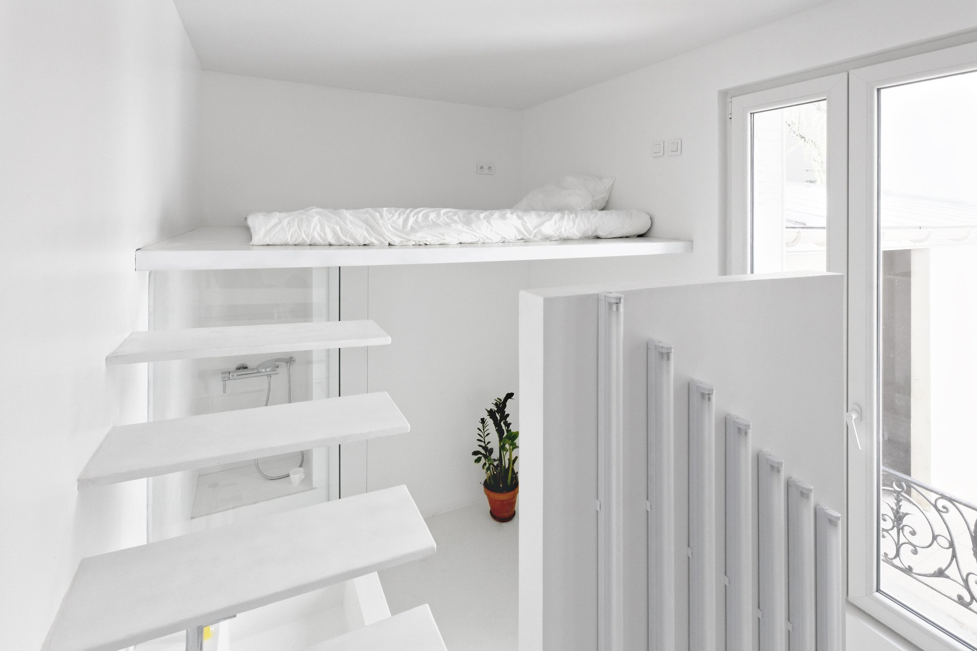 Appartement Spectral - BETILLON DORVAL‐BORY - Paris - France - Tiny Apartment - Loft Cantilever Staircase - Humble Homes