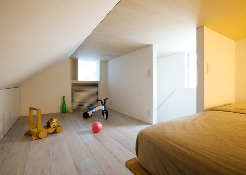 Atelier Tekuto - Tokyo Japan - Small House with Skylight - Bedroom - Humble Homes