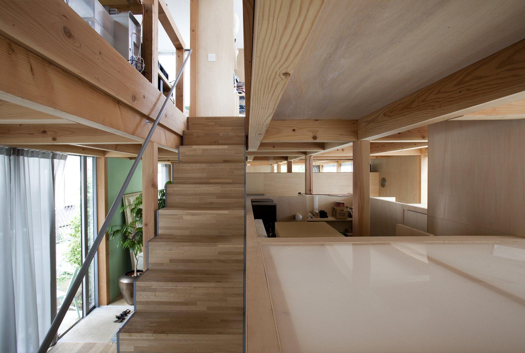 Double Circular Rings - Todoroki - Teppei Fujiwara Architects Labo - Small House Japan - Staircase - Humble Homes