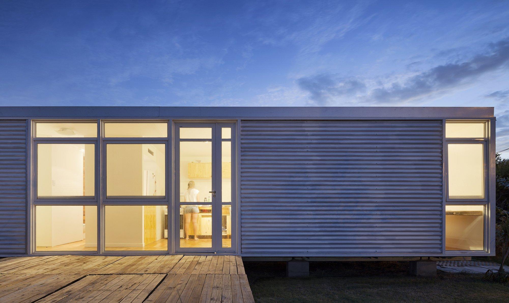 Mía House - Matias Pons Estel - Argentina - Small House - Exterior Night - Humble Homes