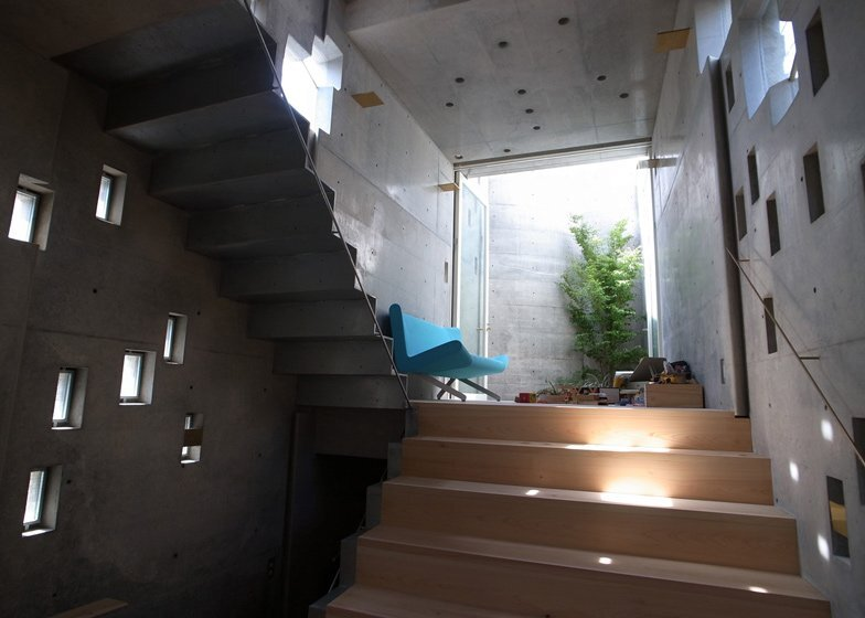 The Wall of Nishihara - Tiny House - Masanori Kuwabara -Sabaoarch - Shibuya Tokyo - Seating Area - Humble Homes
