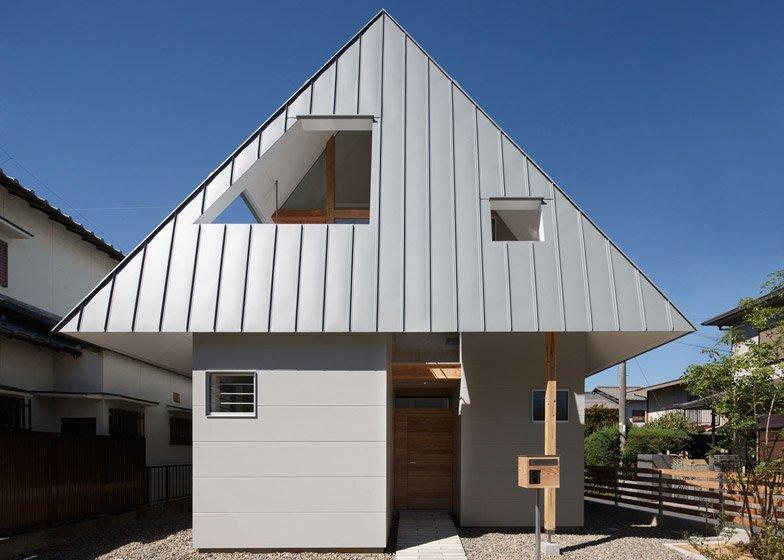 HouseAA - Small House - Moca Architects - Nara City - Exterior - Humble Homes