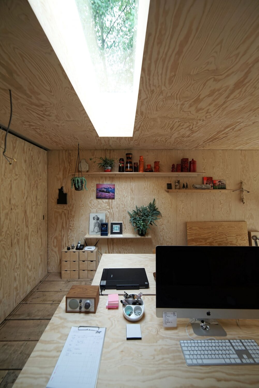 Atelier Pam&Jenny -  l'escaut - Belgium - Sunken Studio - Desk - Humble Homes