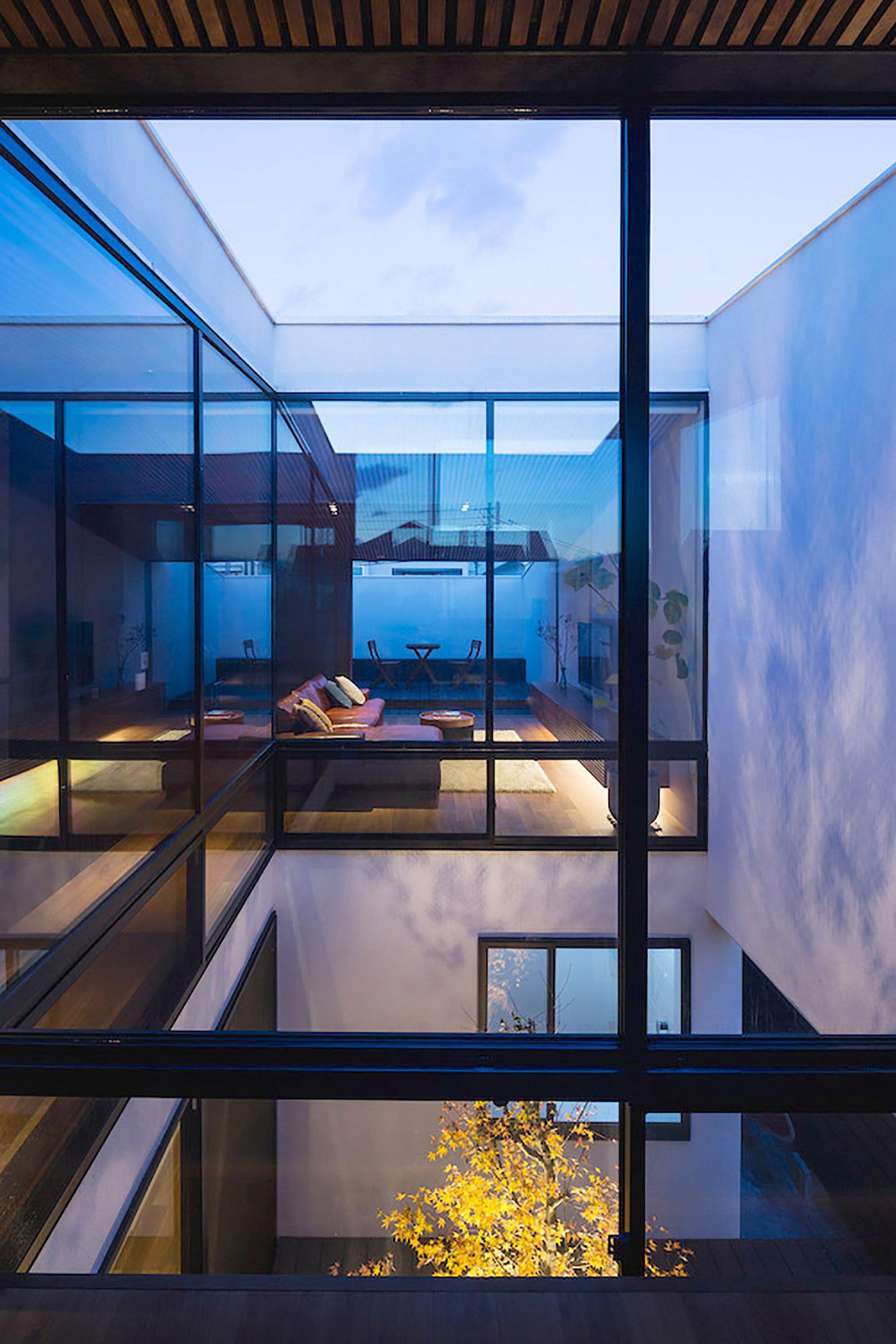 Wave House - Small House - APOLLO Architects & Associates - Kanagawa - Courtyard - Humble Homes