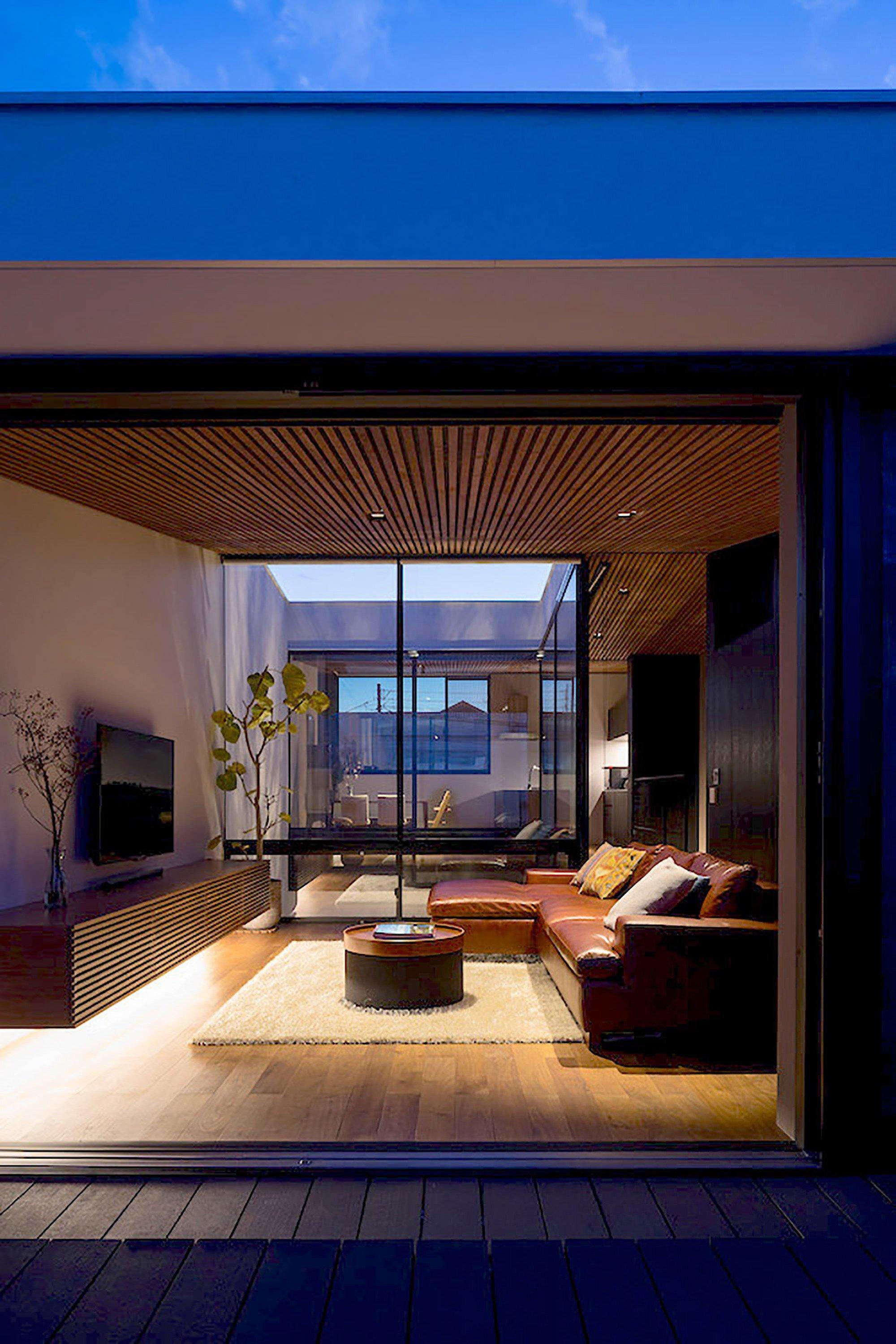 Wave House - Small House - APOLLO Architects & Associates - Kanagawa - Living Room - Humble Homes