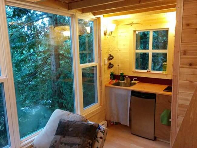 Tiny Treehouse - Pender Island - Geoff de Ruiter - Kitchenette - Humble Homes