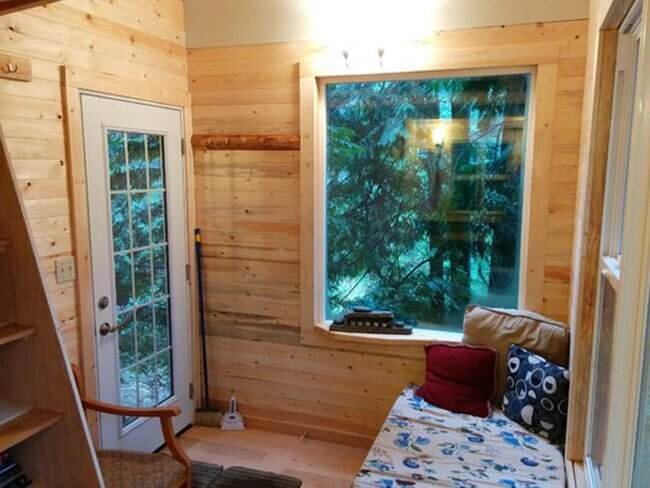 Tiny Treehouse - Pender Island - Geoff de Ruiter - Living Area - Humble Homes
