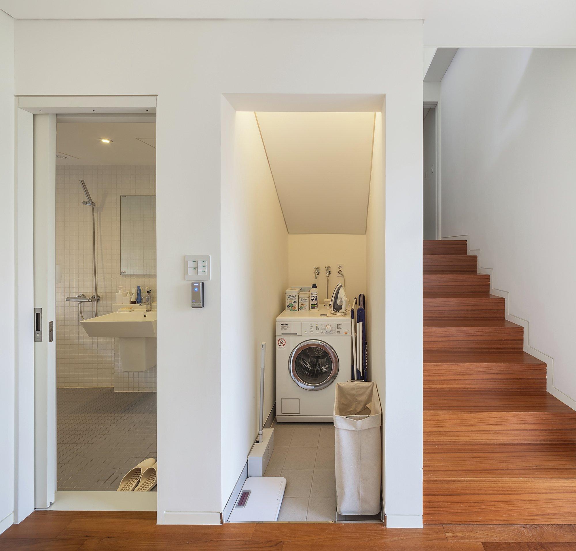50m2 House - OBBA - Seoul - Hallway and Bathroom - Humble Homes