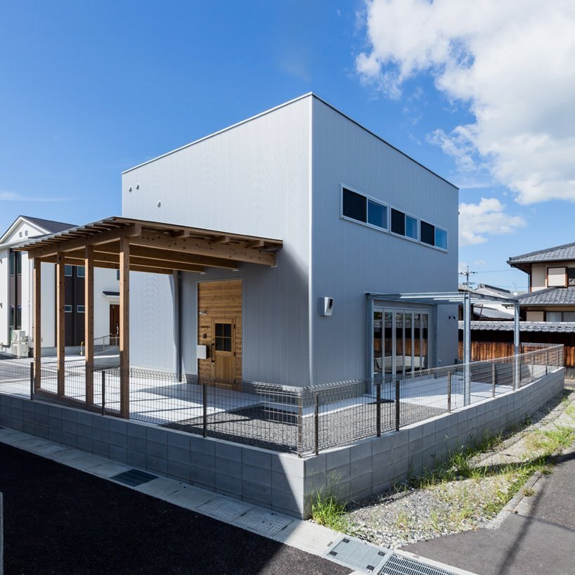Ishibe House - A Small Industrial Inspired Home for a Family of 3