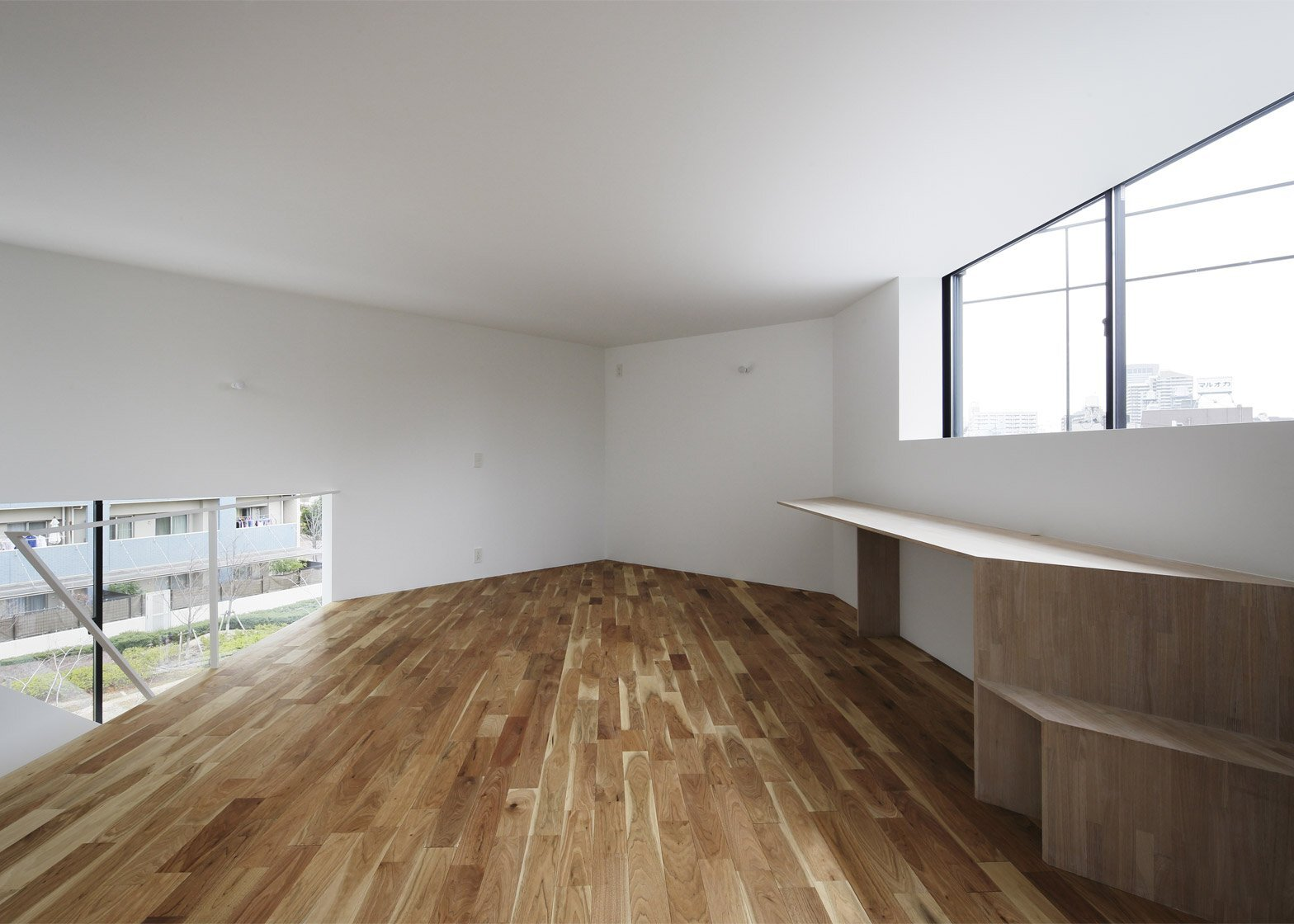 Spiral Window House - Alphaville Architects - Osaka - Home Office - Humble Homes