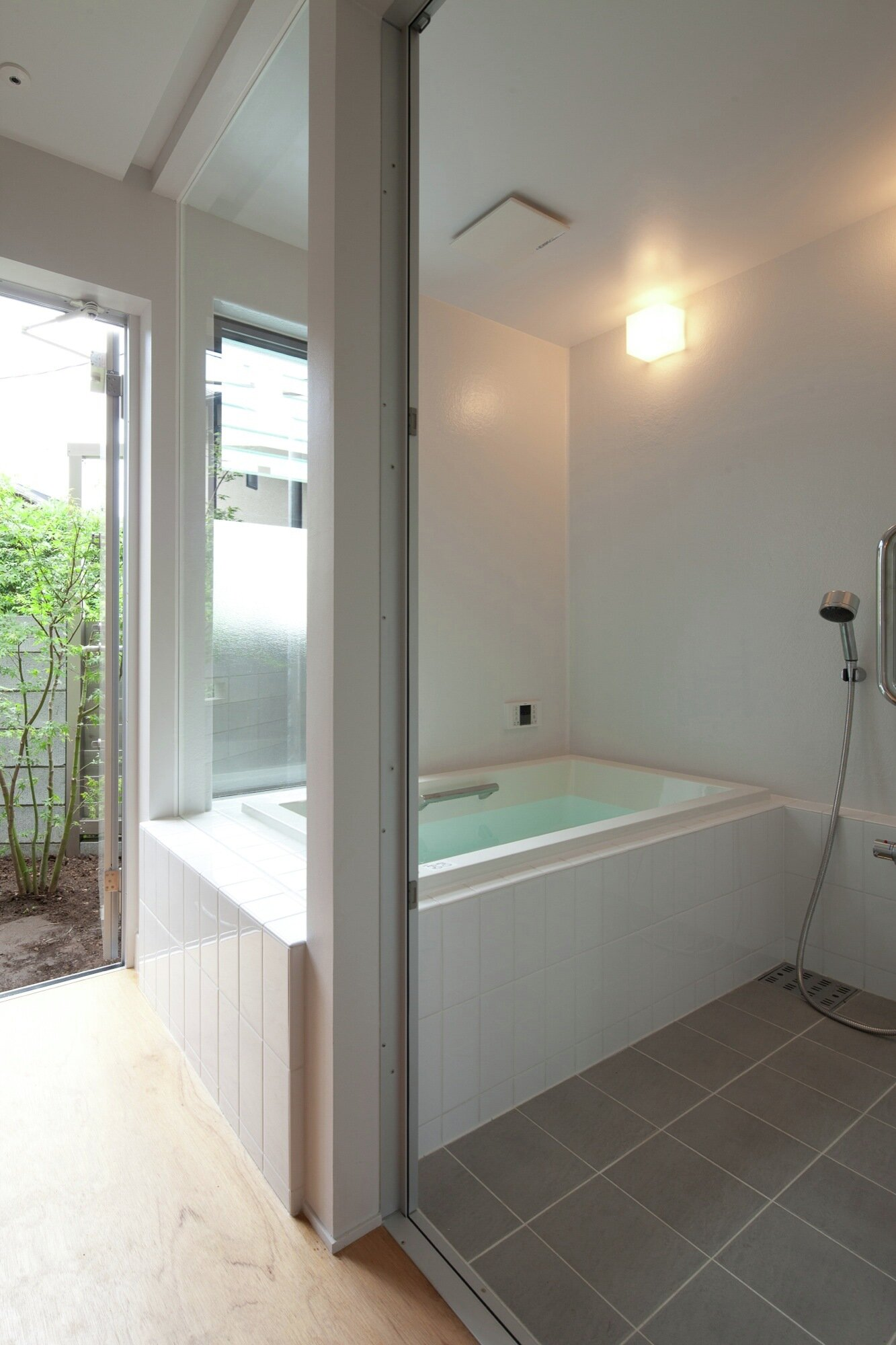 Small House with Floating Treehouse - Yuki Miyamoto Architect - Tokyo - Bathroom - Humble Homes
