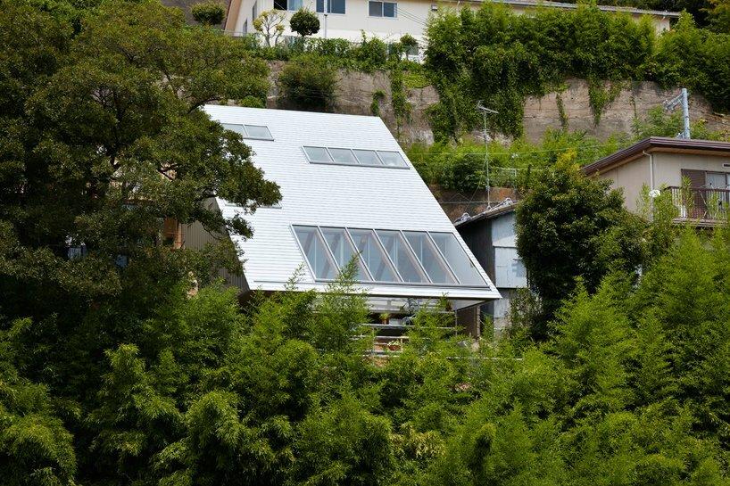 Reslope House - Tomohiro Hata - Kobe - Exterior - Humble Homes
