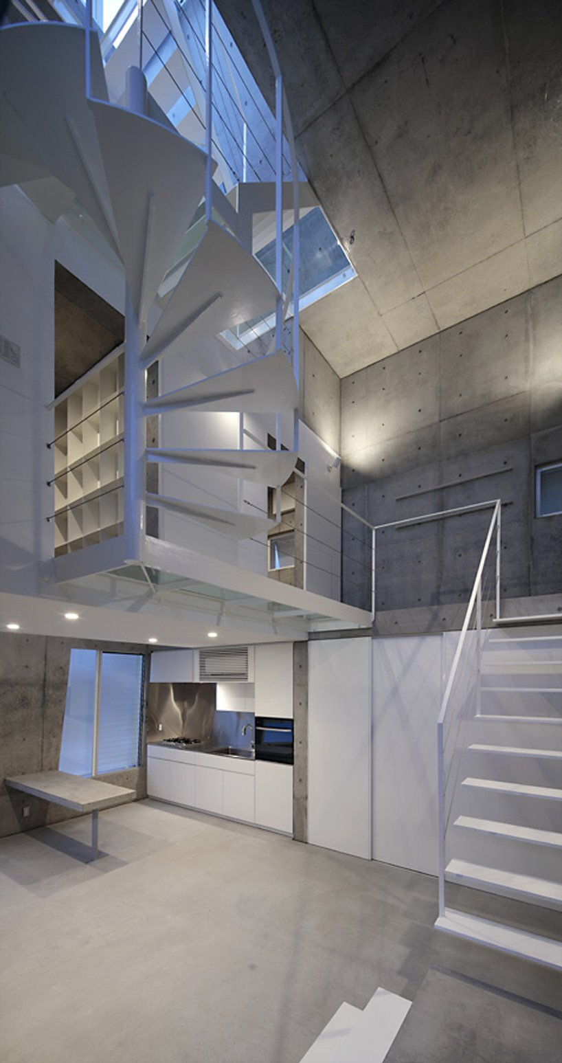 Small Corner House - A.L.X. Junichi SampeI - Japan - Kitchen and Staircase - Humble Homes