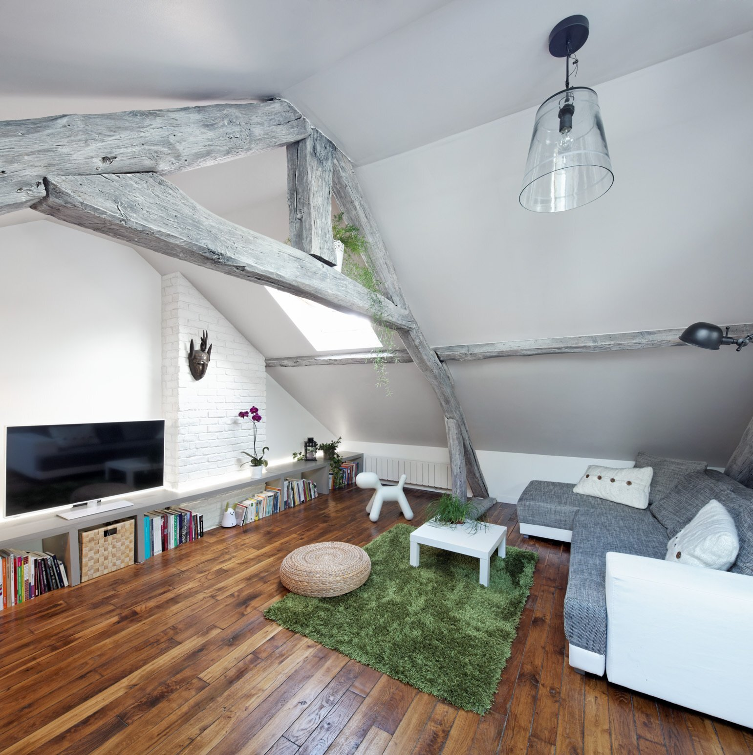 Living Under the Roof - Prisca Pellerin - France - Living Room - Humble Homes