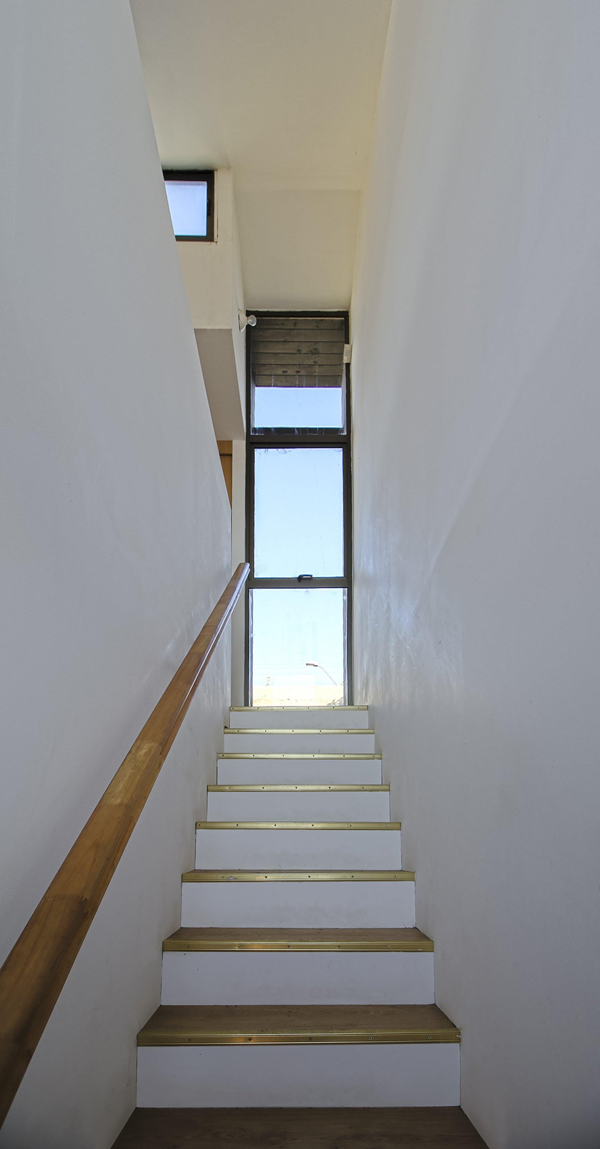 Coupled Wagon House - Crescente Böhme Alemparte - Chile - Staircase - Humble Homes
