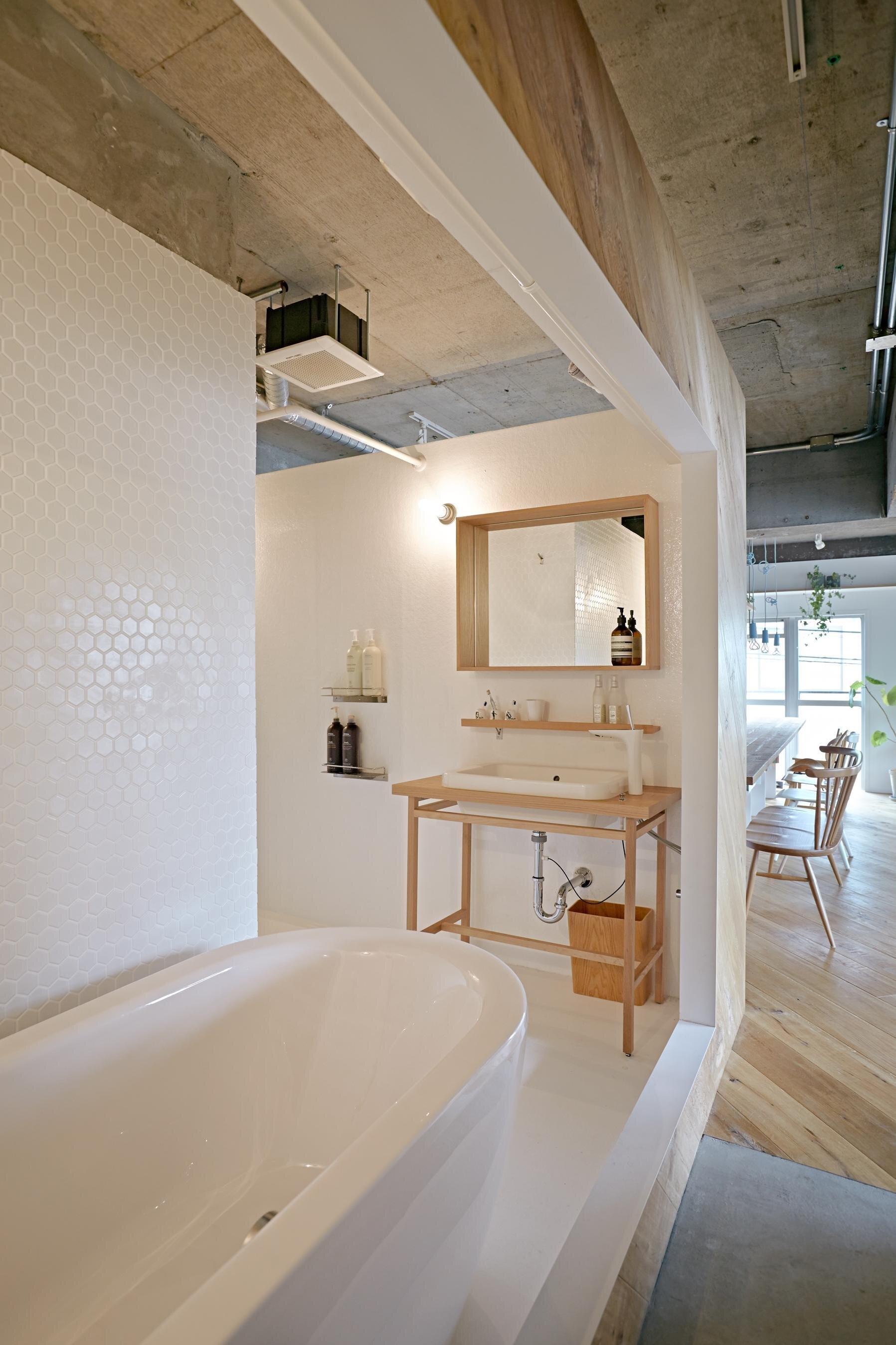 Tenhachi House - .8 Tenhachi Architect & Interior Design - Tokyo - Bathroom - Humble Homes