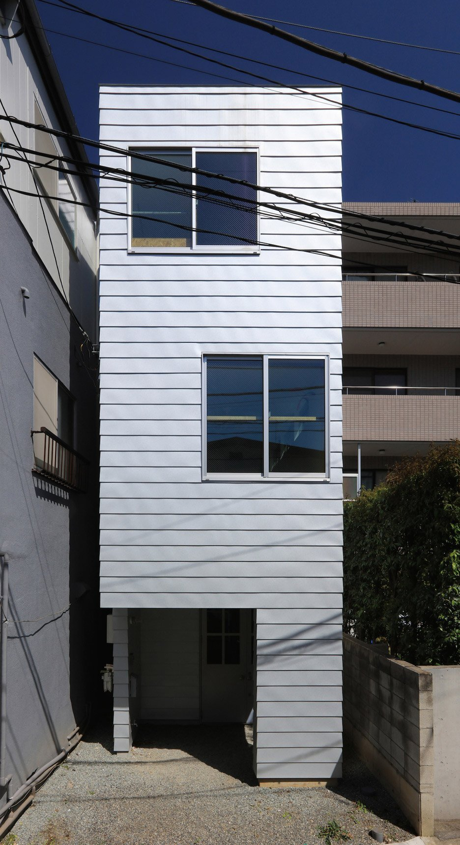 House at Hommachi - Atelier Hako Architects - Japan - Exterior - Humble Homes