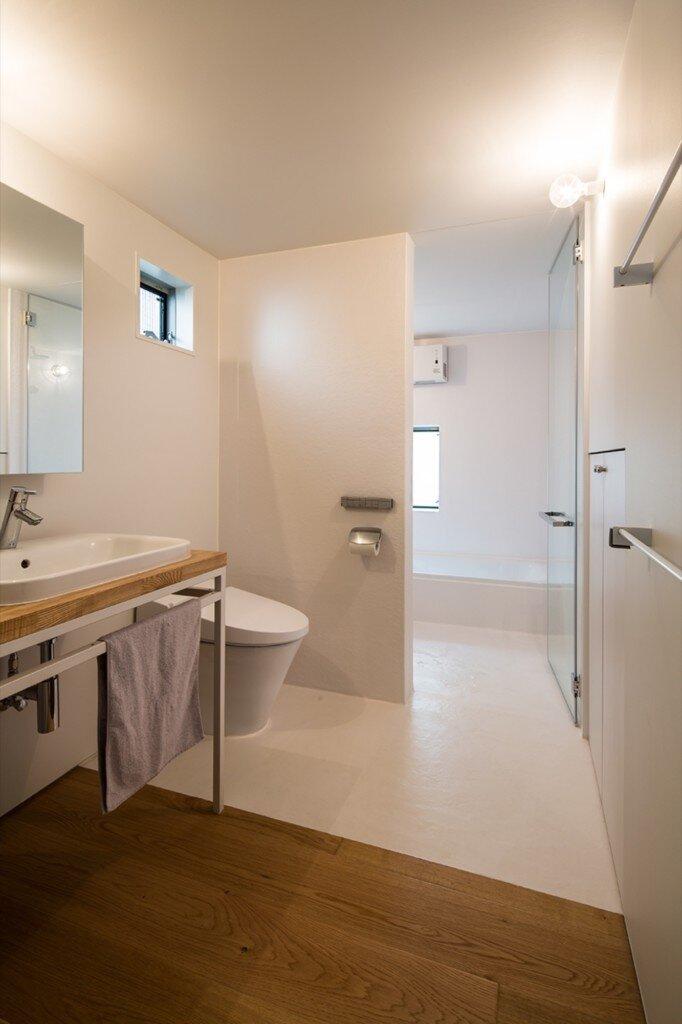 gap-house-store-muu-design-studio-kanagawa-japan-bathroom-humble-homes