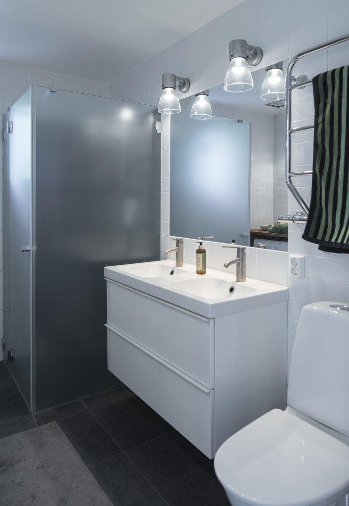 house-kd-gwsk-arkitekter-sweden-bathroom-humble-homes