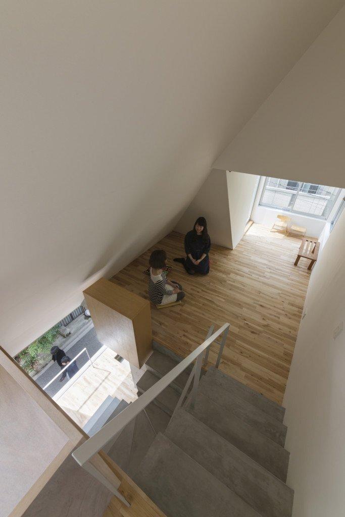 house-in-tokyo-ako-nagao-architects-mico-tokyo-staircase-humble-homes