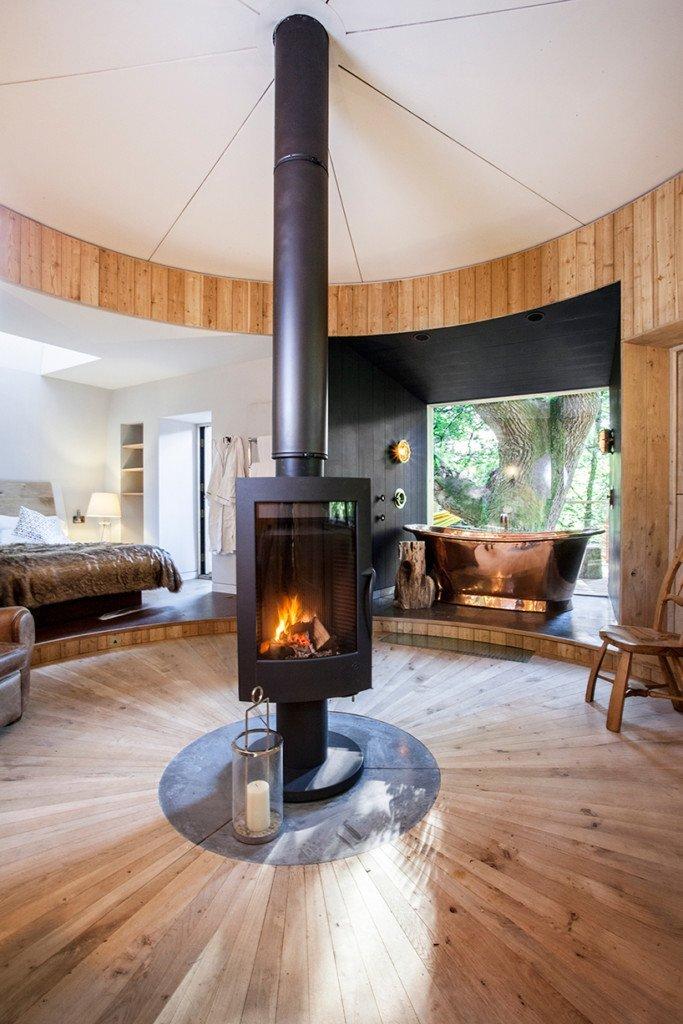 woodman-treehouse-guy-mallinson-dorset-england-living-area-humble-homes