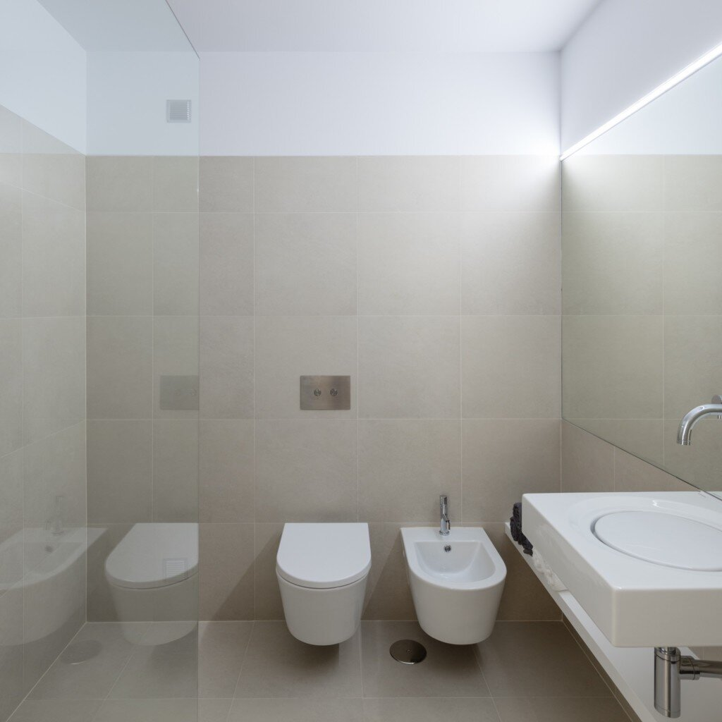 caminha-refurbishment-tiago-do-vale-arquitectos-portugal-bathroom-humble-homes