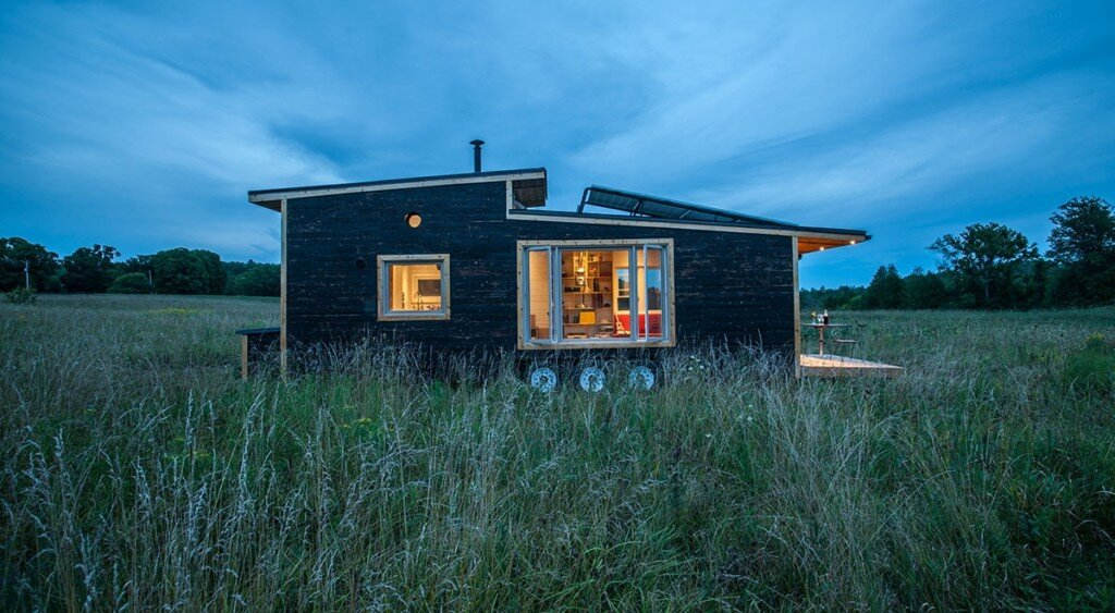 tiny-house-greenmoxie-david-shephard-and-ian-fotheringham-toronto-exterior-humble-homes