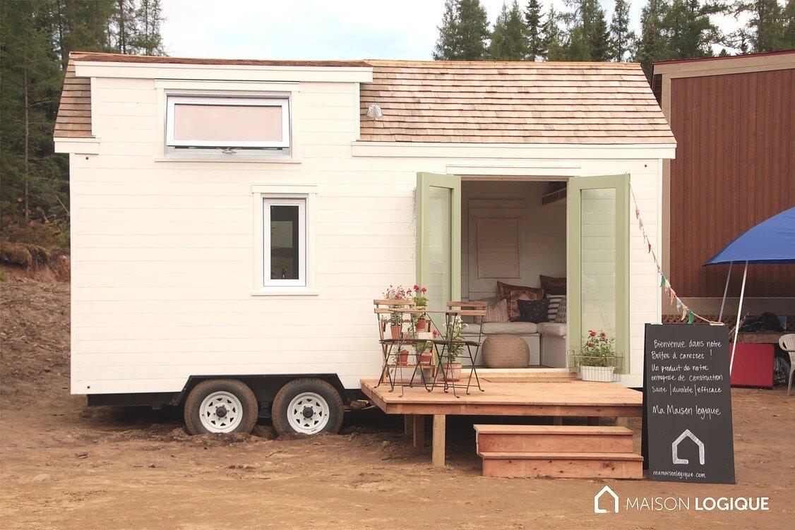 capia ma maison logique 39 s tiny house from quebec canada. Black Bedroom Furniture Sets. Home Design Ideas