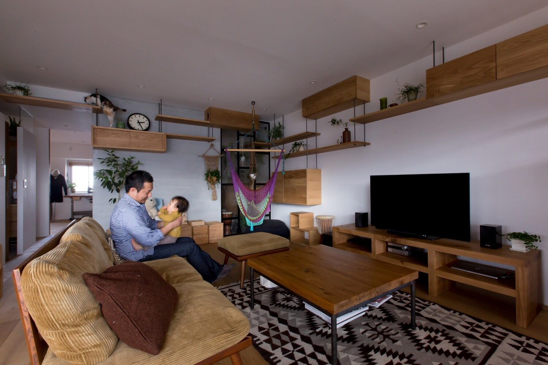 Nionohama Apartment House Renovation - ALTS Design Office - Japan - Living Room - Humble Homes