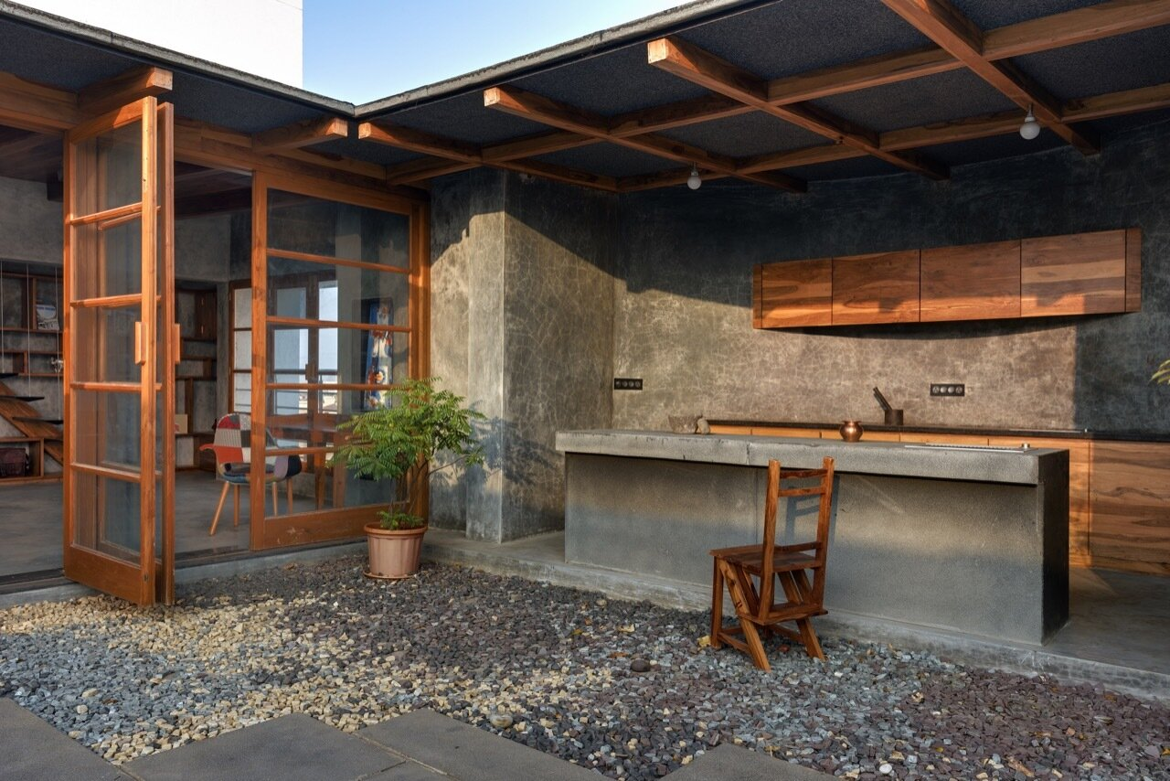 Veranda-on-a-Roof-Studio-Course-India-Courtyard-Kitchen-Humble-Homes