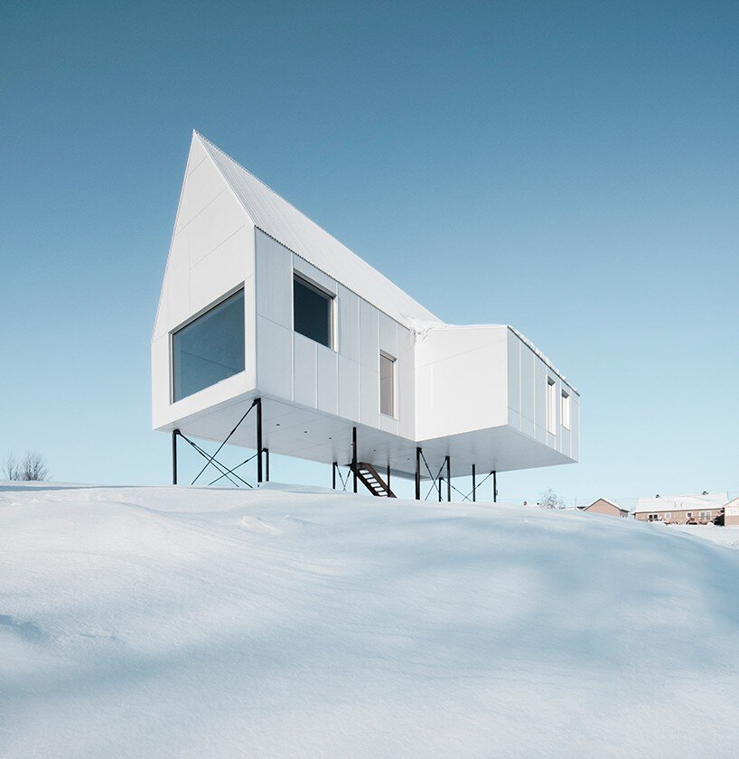 High house features elevated views of the quebec landscape for Minimalist house quebec